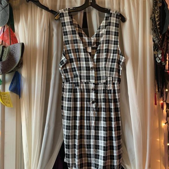 Dresses & Skirts - Checkered vintage sleeveless dress